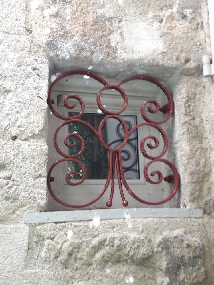 Création de grille de petite fenêtre à Nimes