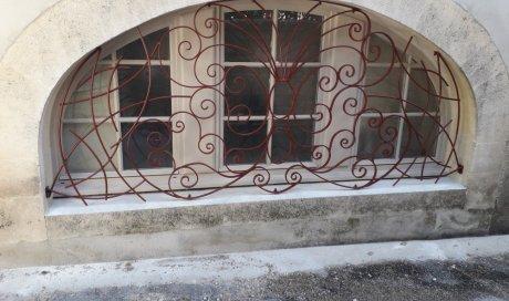 Pose de grille en fer à Vauvert et ses environs