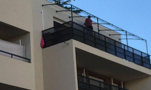 Réalisation sur mesure du'une pergolas au dernier étage d'un immeuble