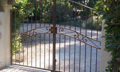 Pose de Portails en Fer Nîmes