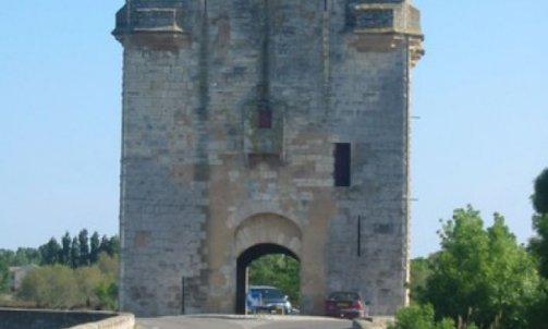 Restauration de monument de France Nîmes